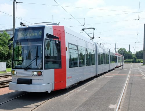 Erste Niederflur-Straßenbahn erstrahlt in neuem Glanz