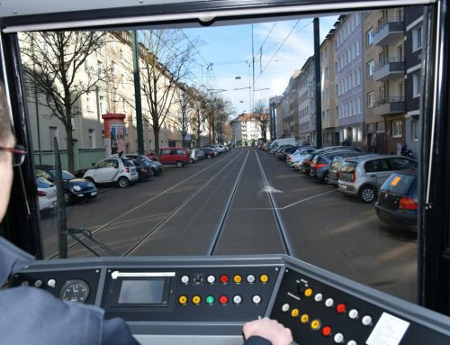 Über 170 Stunden Warten für unsere Fahrgäste durch Unfälle – Rheinbahn und Polizei geben Präventionstipps